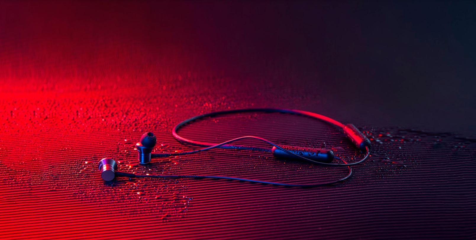 استاندارد IPX4 هدفون Piston Fit BT دارای استاندارد IPX4 میباشد.این استاندارد به آن معنا است که هدفون بیسیم پیستون فیت بلوتوثی در مقاومتی نسبی در مقابل آب و گرد و غبار دارد.